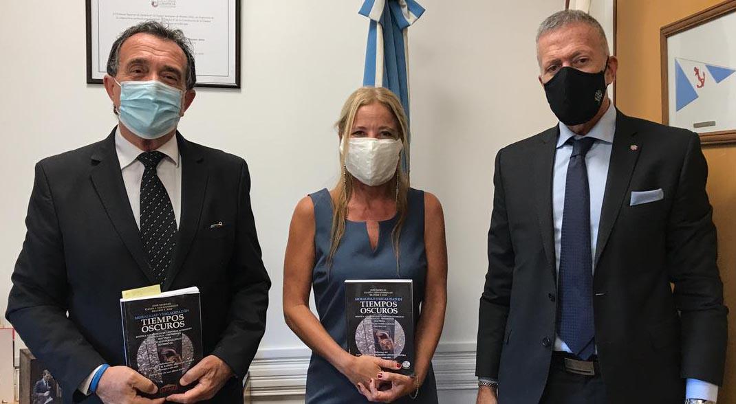 """La DAIA en el acto de distinción del libro """"Moralidad y Legalidad en Tiempos Oscuros"""""""